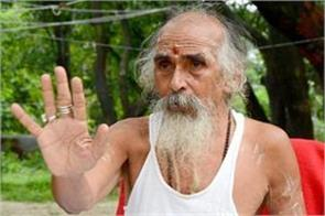 sant atmabodhananda sitting on fasting