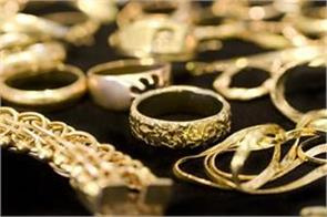gold recoups on positive global leads jewellers  buying