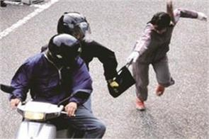 if the police arrive at the right time the robbers get caught