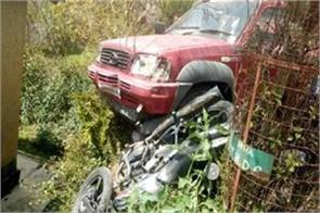 2 poeple injured in road accident