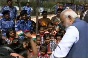 pm modi playing with school children in gandhinagar