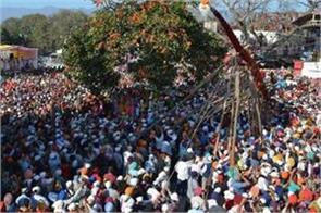 lakhs of devotees reached darbar sahib for flag fare