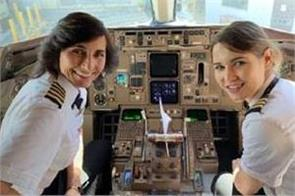 delta airlines passenger shares photo of mother daughter pilot team