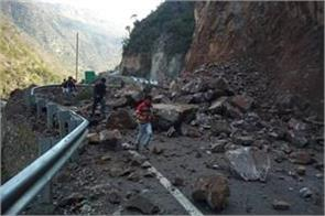 highway closed due to mountain collapsed