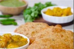urad dal puri with imli wale aloo