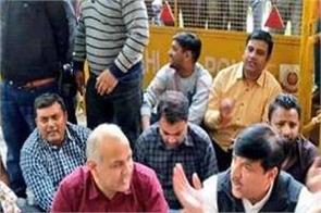 aap dharna at election commission office