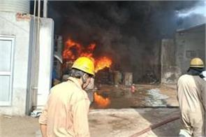 delhi fire breaks out at a rubber godown in siraspur