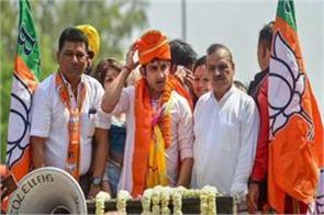 gambhir become chawkidar after filling nomination richest among candidates