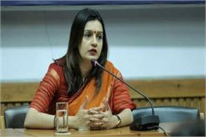 priyanka chaturvedi resigns from congress joins shiv sena