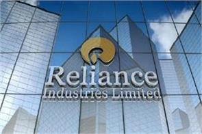 reliance retail s fourth quarter tax profit up 77 to rs 1 923 crore