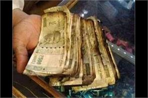 indian currency in fire in kashmir