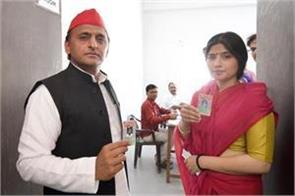 akhilesh voted with wife dimple