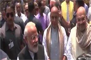 pm left varanasi after the nomination said heartily gratitude of the kashi