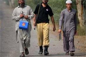 pakistan suspends anti polio drive after attacks on workers
