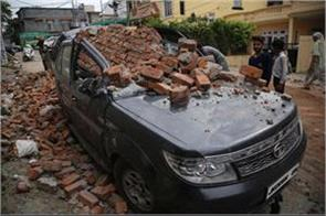 strong winds in jammu 2 vehicles damage