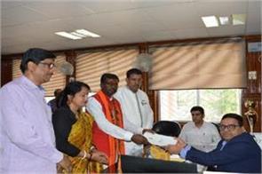 bjp nominees filled in dumka and godda lok sabha seats cm raghubar joins