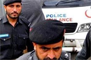 pakistan polio vaccination policeman shot dead