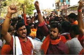 chatra ruckus front of cm raghubar angry bjp activist over this demand