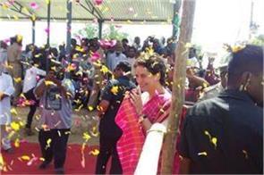 speaking in fatehpur priyanka