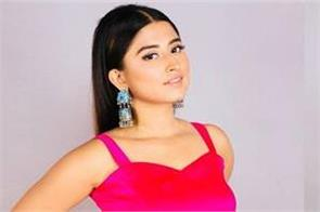 somi khan looks glamorous in her latest pictures