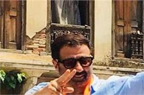 sunny deol ghadar style at road show