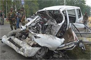 squadron leader and soldier killed in road accident two injured