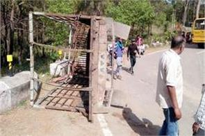 tempo accident 13 devotees injured