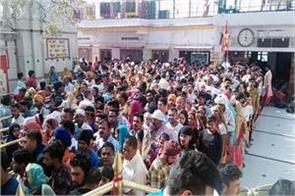 crowd of devotees in nainadevi temple