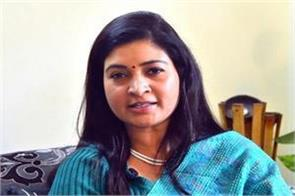alka lamba asked the public should you resign from