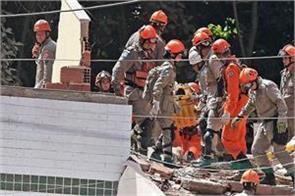 10 killed in building collapse in brazil