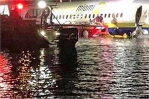 boeing 737 goes into florida river with 136 on board no fatalities
