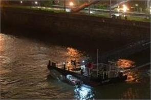7 dead 20 missing after sightseeing boat sinks in hungary