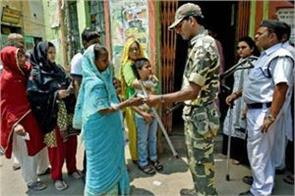 police no entry inside polling booth in bengal