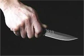 auto driver and his companion snatched mobile and cash showing a knife