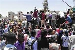 one mejor with 4 protesters killed in sudan