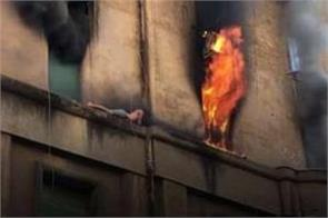 man escapes fire by clinging to cornice in rome