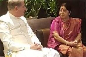 sushma qureshi exchange pleasantries in sco meeting