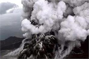 indonesia sinabung volcano erupts sumatra