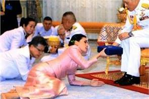 thai king vajiralongkorn marries bodyguard making her queen