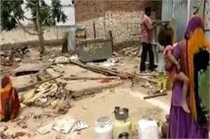 police launches sticks to evacuate slums for pm modi s rally