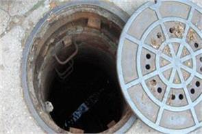 delhi two laborers die due to septic tank three condition critical