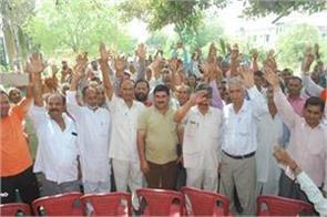 refugees protest against govt