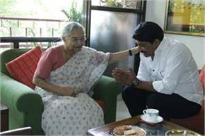 manoj visits tiwari s house sheila dikshit s house