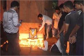 godse s birthday celebrates hindu mahasabha 6 people arrested