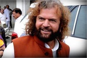 aap s allegation hansraj hans dalit not a muslim cancellation nomination