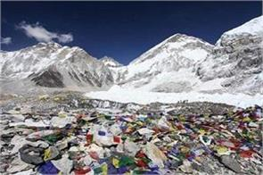 over 10000 kg of garbage was gathered from mount everest