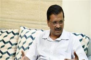 kejriwal sent legal notice to gautam gambhir