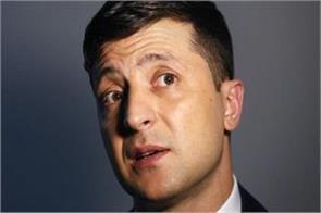 ukraine s elected president fines up 32 us dollars on showing his ballot