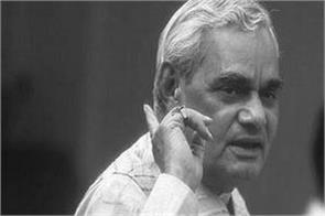 during the kargil conflict vajpayee did not allow the iaf to cross the loc