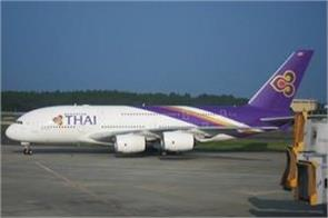thai airways plane hit a guard light at mumbai airport